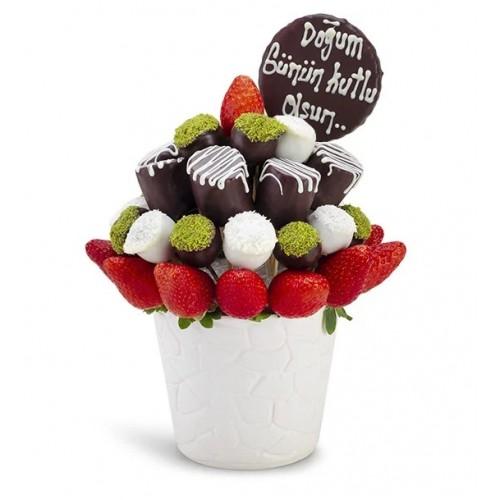 Doğum Günü Mesajlı Çilek Kek Buketi Aranjmanı
